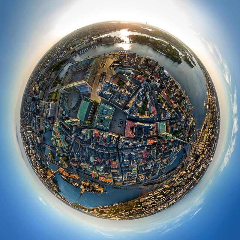 Panorama från drönare kan göras  från en höjd av max 120 m. med 360 panorama kan man se betydligt större område än från vanlig stillbild- dessutom är det möjligt att zooma in - bilden är ofta 400 megapixel .